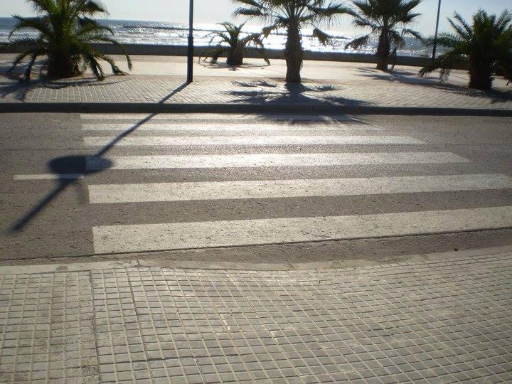 paso peatones rebajado solo un lado