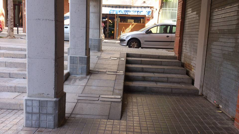 Rampa, muy peligrosa junto al Consell Comarcal del Garraf