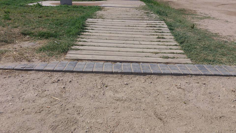 Barrera a la entrada de la playa