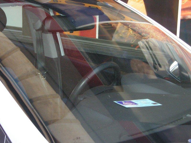 La Policía Local vigilará de forma especial el uso que se hace de las tarjetas de discapacitados. Foto: jmb