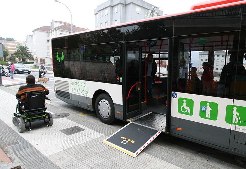 La imagen tiene un atributo ALT vacío; su nombre de archivo es autobus-adaptado-riasbaixas-urbano3.jpg